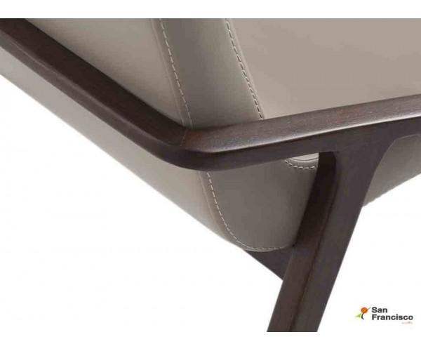 Silla de polipiel y estructura de madera